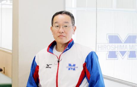 立ち姿:取締役 橋本 智好